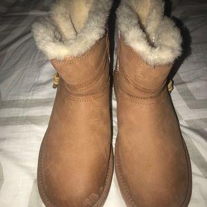 woman's classic mini ugg boots
